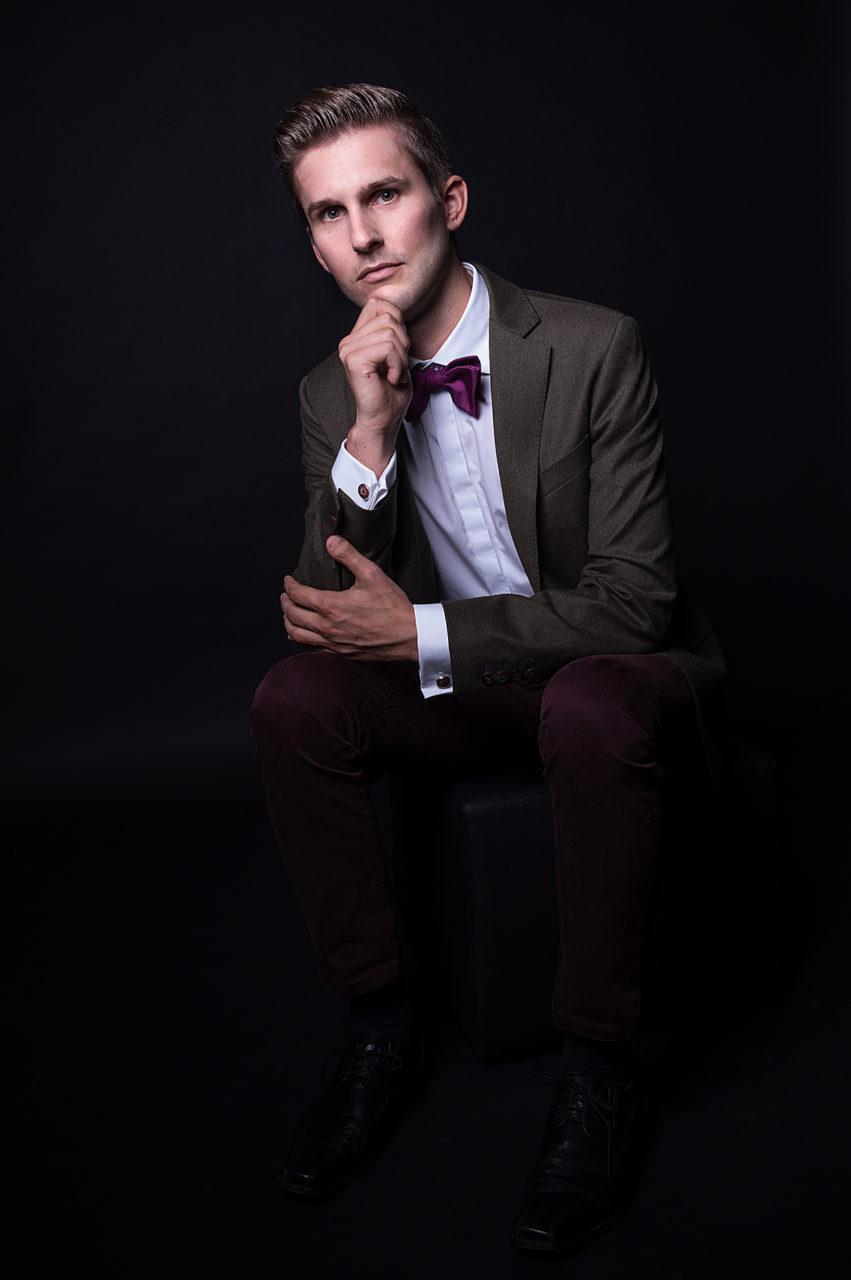 Portraitfoto eines Mannes im Fotostudio