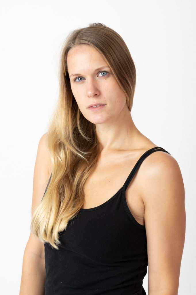 Fotos von einem Model im Fotostudio